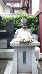 境内に立つボースの胸像と記念碑